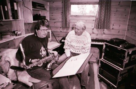 Per Indrehus og Olav Dale Skildring: Per Indrehus hadde eit langvarig samarbeid med saksofonisten Olav Dale. Her er dei to avbilda på arbeidsrommet til Per.  Per Indrehus og Olav Dale Skildring: Per Indrehus hadde eit langvarig samarbeid med saksofonisten Olav Dale. Her er dei to avbilda på arbeidsrommet til Per.
